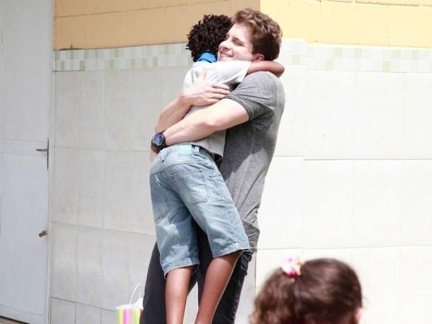 """Em """"Amor à Vida"""", Niko recupera guarda de Jayminho"""