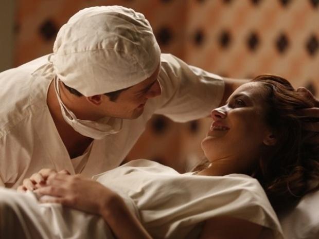 """Em """"Joia Rara"""", Sílvia dá à luz e revela que Viktor é o pai"""