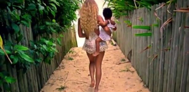"""No vídeo da música """"Blue"""", Beyoncé passeia com a filha Blue Ivy no Brasil"""