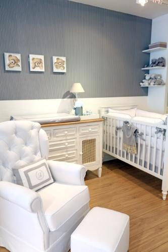 Ursinhos combinados com as cores cinza, amarelo claro e branco compõem a decoração desse quarto de bebê da Celina Dias