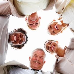 Um grupo no trabalho pode ser bom ou ruim para a carreira, depende do objetivo de seus membros - Getty Images