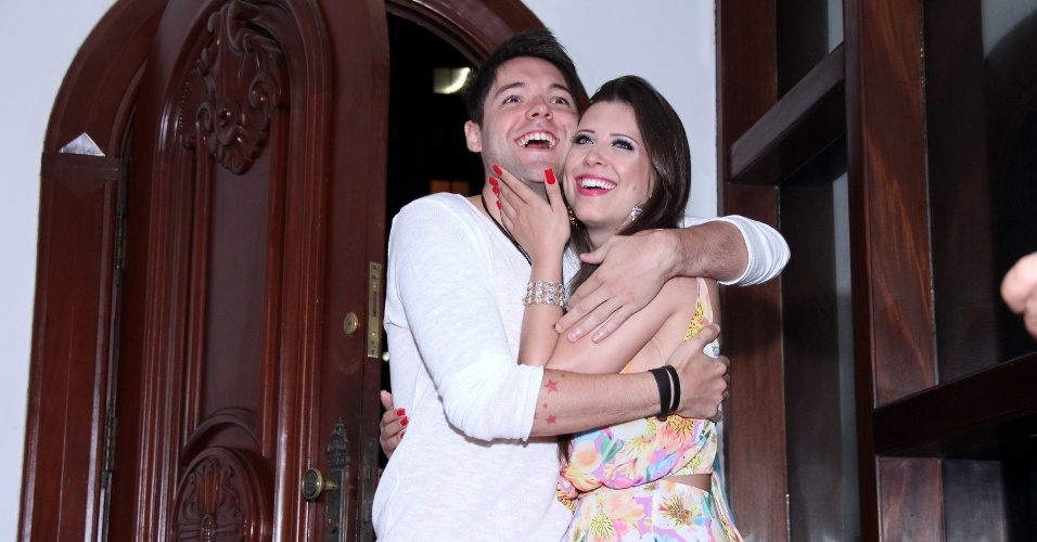 13.dez.2013 - Andressa e Nasser ficaram emocionados com a festa