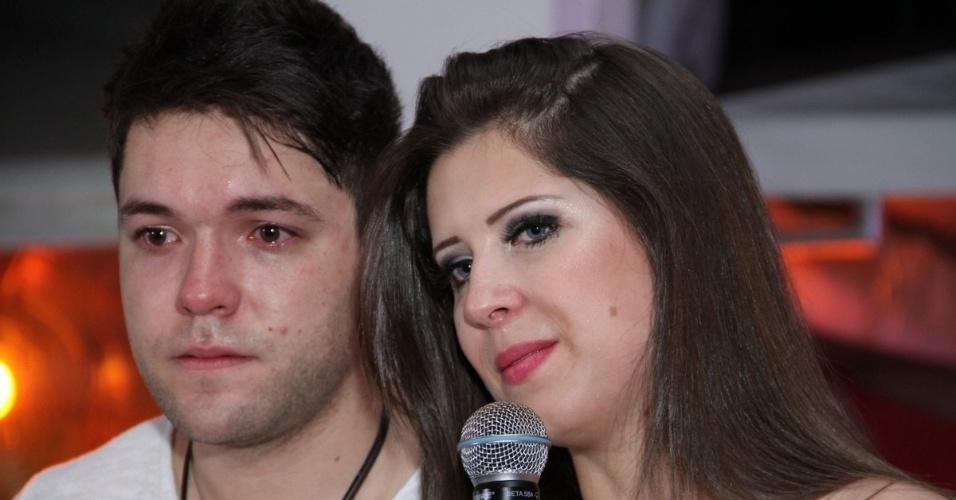 13.dez.2013 - Nasser Rodrigues e Andressa Ganacin ganharam uma grande festa dos fãs. O casal, que comemora 11 meses de namoro, foram surpreendidos pela grandiosidade do evento, que também celebrou os 25 anos do ex-BBB