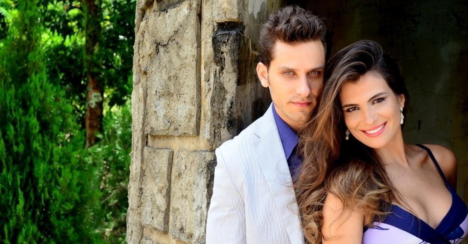 14.dez.2013 - Ex-BBB's Kamilla e Elieser realizam ensaio fotográfico juntos para comemorar 10 meses de namoro. O casal, que anunciou o romance no dia 13 de fevereiro, posou em clima apaixonado para as lentes do fotógrafo Kadu Sandeiro, nesta sexta-feira (13)
