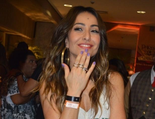 14.dez.2013 - Sabrina Sato posa na gravação do DVD em comemoração aos 20 anos de carreira de Ivete Sangalo na Arena Fonte Nova, em Salvador