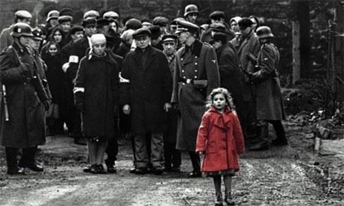 A PROMESSA QUEBRADA DA MENINA DE VERMELHO - Um dos maiores símbolos do filme, a atriz que tinha três anos quando viveu a menina de vermelho no filme quebrou uma promessa que fez a Steven Spielberg sobre não assistir o filme antes dos 18 anos. Ela disse que ficou traumatizada ao ver o longa com 11 anos e só o compreendeu quando assistiu novamente mais tarde