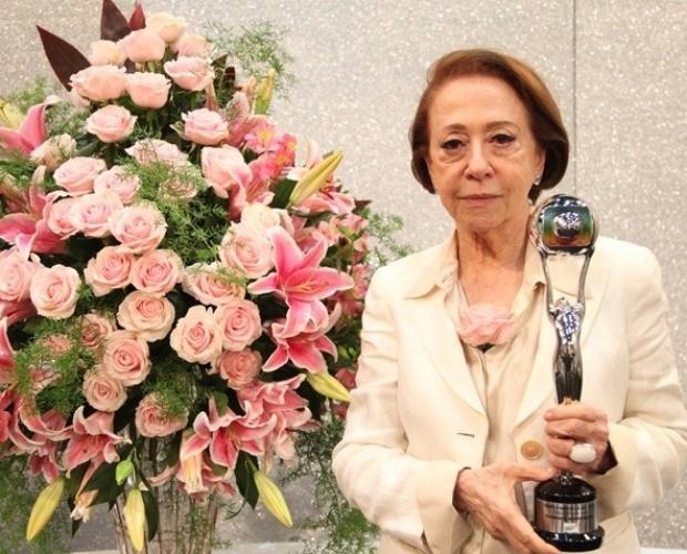 Fernanda Montenegro com o Troféu Mário Lago