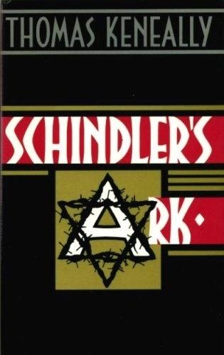 """O LIVRO - O filme foi baseado no romance biográfico """"Schindler's Ark"""", depois relançado com o mesmo nome do filme, escrito pelo australiano Thomas Keneally. Ele foi instigado pelo sobrevivente Poldek Pfefferberg (interpretado no filme por Jonathan Sagall) a escrever a história de como Oskar Schindler salvou ele e mais de mil judeus durante a Segunda Guerra. Keneally também foi o pivô para oferecer a história a Steven Spielberg"""