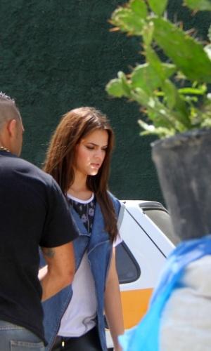 15.dez.2013 - A atriz Bruna Marquezine, namorada do jogador de futebol Neymar, participa de gravação de comercial para uma marca de refrigerante no Vidigal, na zona sul do Rio