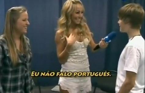 Sabrina já entrevistou Justin Bieber que não deixou a japa passar a mão em seu cabelo e reclamou que a japa dizia seu nome errado