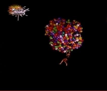 Em 2008, Sabrina Sato foi amarrada a balões de gás e voou pelos arredores da Rede Tv!. A brincadeira estava relacionada ao famoso caso do padre Adelir Antônio de Carli, que morreu após uma desastrada tentativa de voo com balões