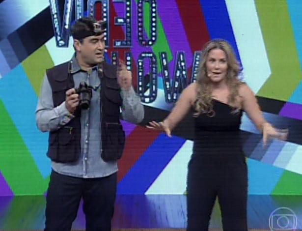 """17.dez.2013 - Déborah Secco exibe silhueta mais cheia no """"Vídeo Show"""""""