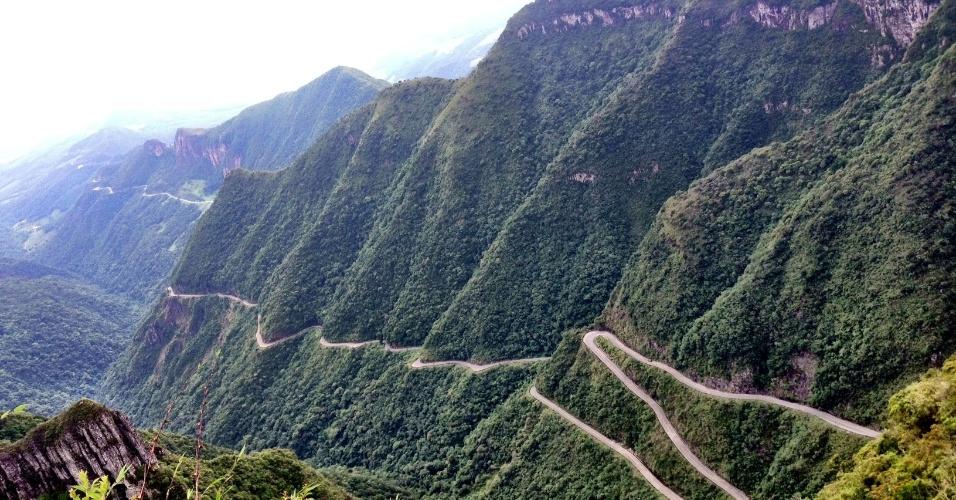 Em Santa Catarina, o turista pode fazer uma jornada de carro pela estrada que corta a Serra do Rio do Rastro, em um dos percursos estradeiros mais lindos do Brasil