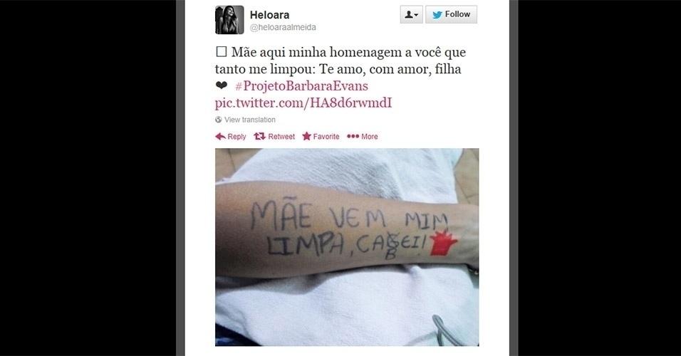 Heloara escreveu no braço