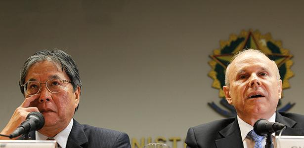 Luiz Moan, presidente da Anfavea, e Guido Mantega, ministro da Fazenda, em Brasília (DF) - Sérgio Lima/Folhapress