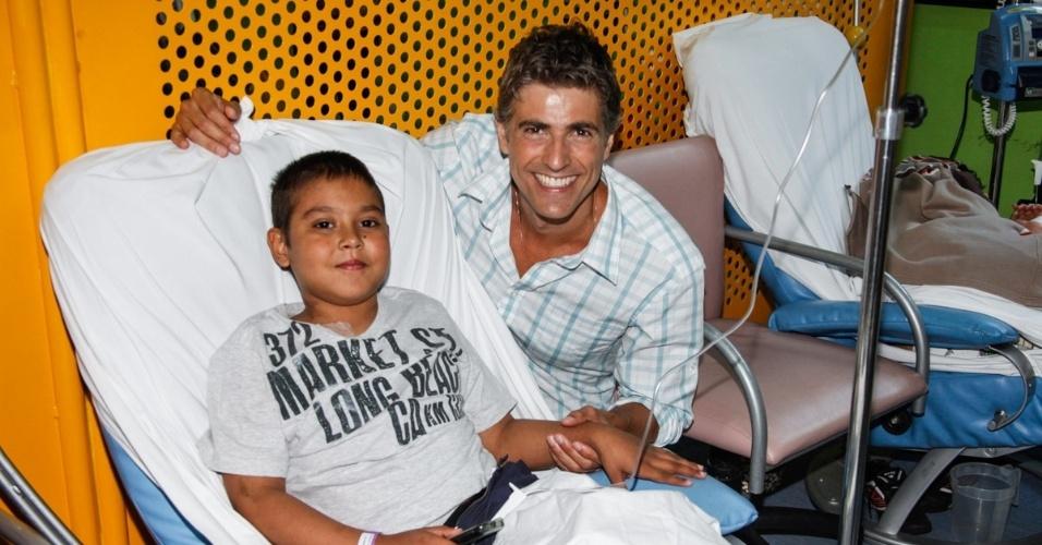 17.12.2013 - Reynaldo Gianecchini visita pacientes do Hospital do GRAAC (Grupo de Apoio ao Adolescente e à Criança com Câncer),