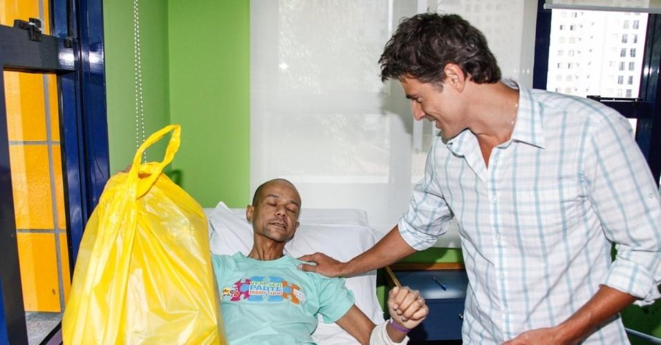 17.12.2013 - Reynaldo Giannechini visita pacientes do GRAAC