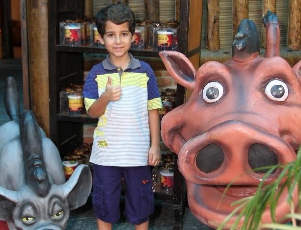 18.dez.2013 - O ator Luiz Felipe Mello vai ao aniversário de Noah, filho de Danielle Winits e Cássio Reis