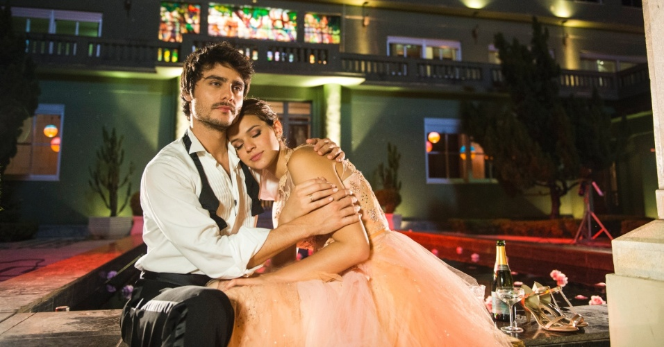 """Guilherme Leicam e Bruna Marquezine serão Laerte e Helena na segunda fase de """"Em Família"""", nova novela das 21h escrita por Manoel Carlos"""