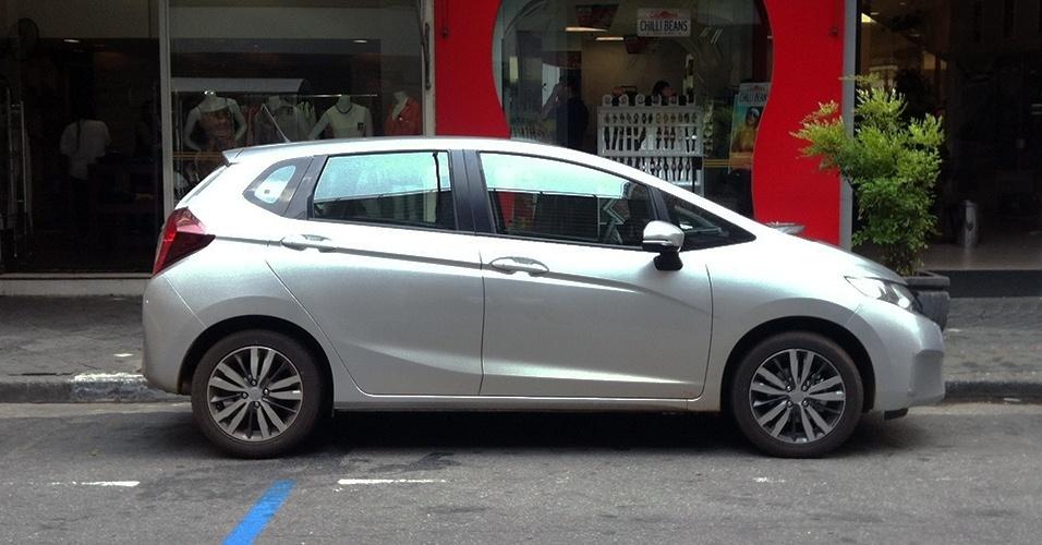 Novo Fit, quase sem camuflagem, em rua da cidade de São Paulo