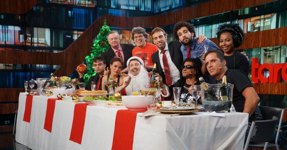"""19.dez.2013 - Danilo Gentili recebe convidados """"anárquicos"""" em programa de Natal vetado pela Band"""