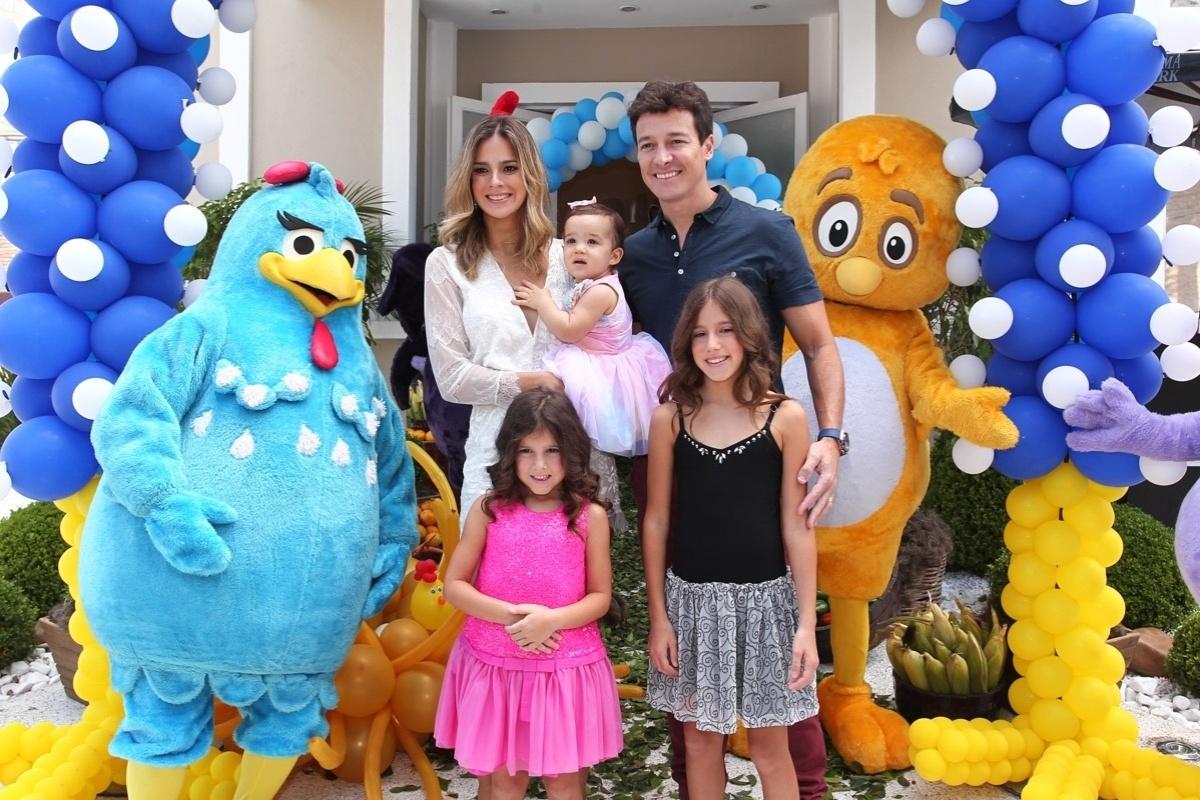 19.dez.2013 - Rodrigo Faro e a mulher, Vera Viel, celebraram o aniversário da filha caçula Helena. A festa teve como tema