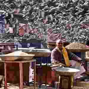 Há dois vencedores na categoria 'Iniciantes'. Um deles é Merissa Quek, por esta imagem de um vendedor de grãos em Jaipur, Índia - Merissa Quek/Travel Photographer of the Year 2013