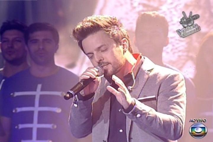 """19.dez.2013 - Rubens Daniel cantou """"Yesterday"""", dos Beatles, e garantiu uma vaga na final do """"The Voice Brasil"""""""