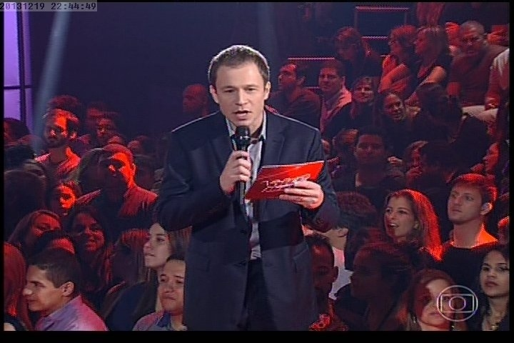 19.dez.2013 - Tiago Leifert explica novas regras do programa