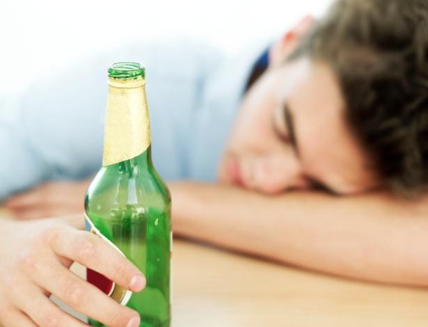 O sistema nervoso central segue aprimorando seus recursos até, pelo menos, 21 anos, mais um motivo para deixar os adolescentes longe do álcool - Getty Images