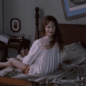 CENAS PERTURBADORAS - O filme reuniu cenas que até hoje impressionam, como a da masturbação com um crucifixo, o andar invertido pelas escadas, a cabeça virando 180º e, claro, a projeção de vômito - Reprodução