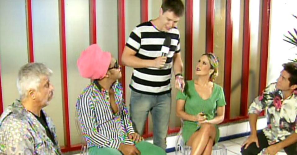 """Nesta sexta (20), os técnicos do """"The Voice Brasil"""", Lulu Santos, Carlinhos Brown, Claudia Leitte e Daniel, fizeram uma participação especial no """"Mais Você"""" e escolheram os três finalistas do quadro """"Cantando no Chuveiro"""""""