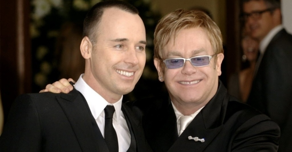 O cantor Elton John e seu marido David Furnish