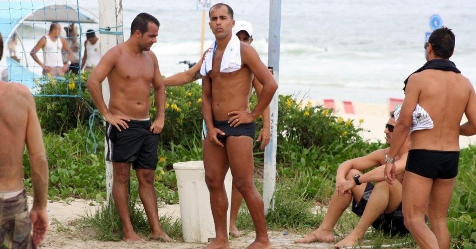 21.dez.2013 - Felipe joga futevôlei no Rio. O ex-jogador foi clicado, ao lado do também ex-jogador Romário, praticando o esporte na tarde deste sábado (21), na Praia da Barra da Tijuca, Zona Oeste carioca