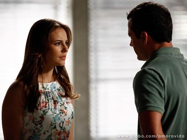 23.dez.2013 - Paloma conta a Bruno sobre suas desconfianças em relação à cegueira do pai