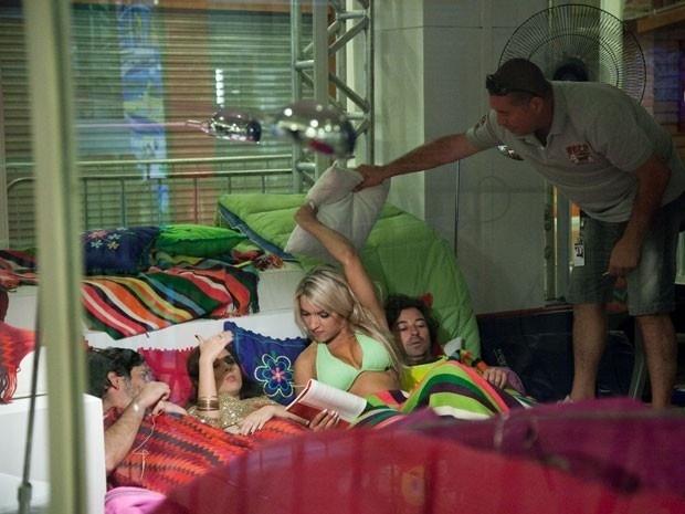 Atriz grava com Emilio Orciollo Netto, Celso Bernini e Dani Vieira na Casa de Vidro