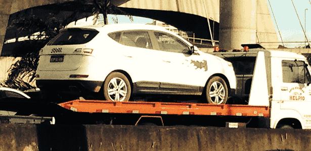 JAC S5 é levado em plataforma por avenida de São Paulo; SUV da marca chinesa chega em 2014 - Guilherme Erne/UOL