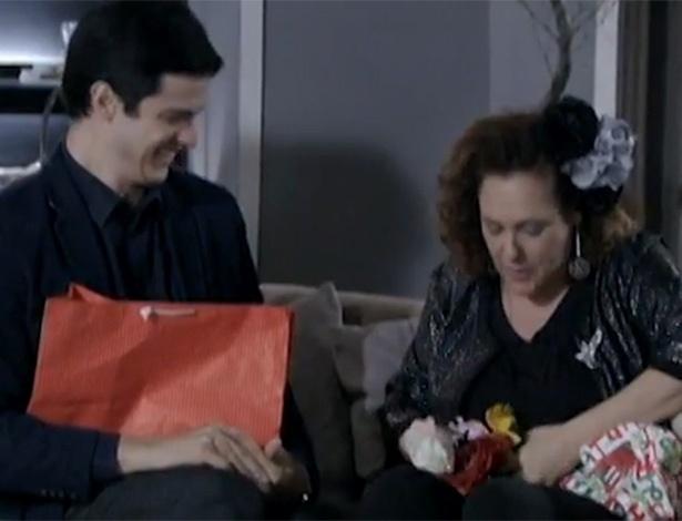 Márcia fica surpresa com o mimo de Félix