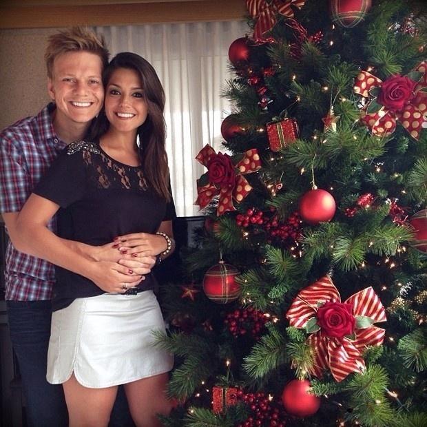 24.dez.2013 - O casal Michel Teló e Thais Ferzosa publicou uma mensagem natalina