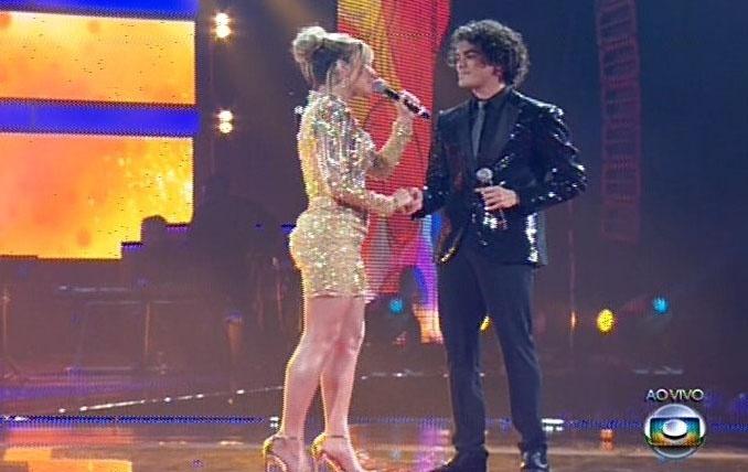 26.dez.13 - Claudia Leitte canta