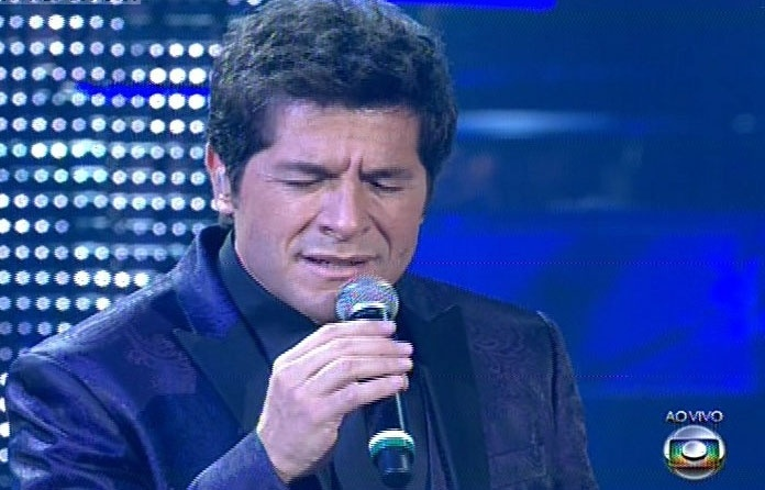 "26.dez.13 - Daniel canta ""Bridge Over Troubled Water"", de Paul Simon, na noite da final do The Voice Brasil"