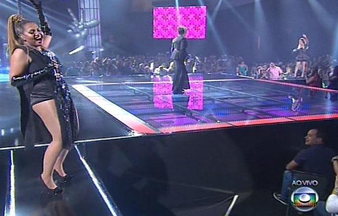 """26.dez.13 -  Gaby Amarantos, Luiza Possi e Maria Gadu interpretam """"Se você pensa"""", de Roberto Carlos, na final do The Voice Brasil"""