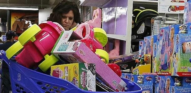 As crianças de hoje, principalmente nas sociedades ocidentais, têm muito mais brinquedos do que precisariam - Reuters