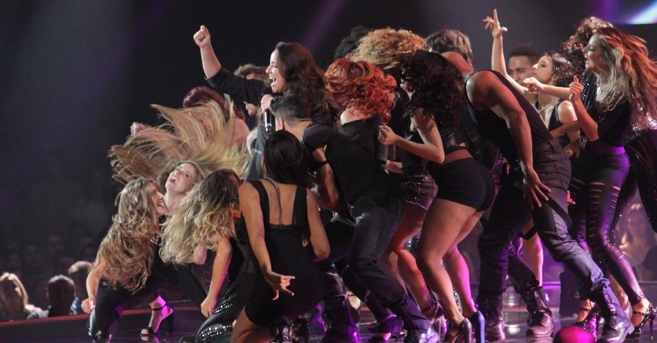 """26.dez.13 - Ana Carolina canta """"Pole Dance"""" na final do programa The Voice Brasil"""