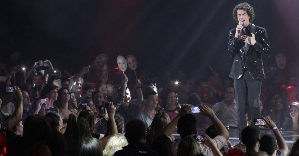 26.dez.13 - Com 43% dos 29 milhões de votos, Sam Alves do time de Claudia Leitte é o campeão da segunda edição do The Voice Brasil