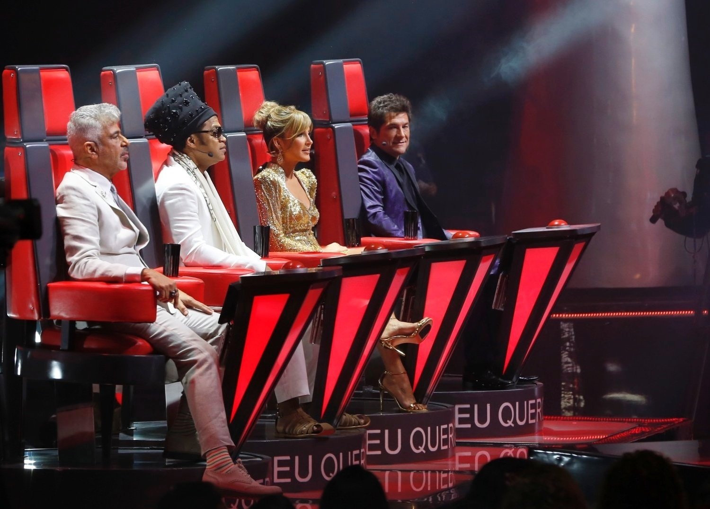 26.dez.13 - Lulu Santos, Carlinhos Brown, Claudia Leitte e Daniel se colocam em seus postos para a final do The Voice, no Rio de Janeiro