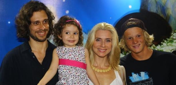 Letícia Spiller irá oficializar a união de cinco anos com Lucas Loureiro
