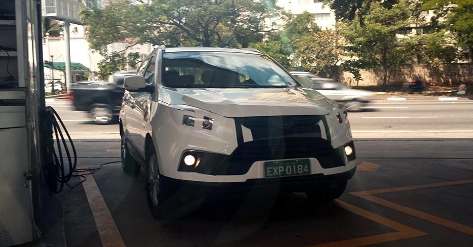 Leonardo Sienra também fotografou o SUV T6, da JAC, que chega ao Brasil em 2014 para disputar mercado com Hyundai ix35, Kia Sportage e Honda CR-V, entre outros