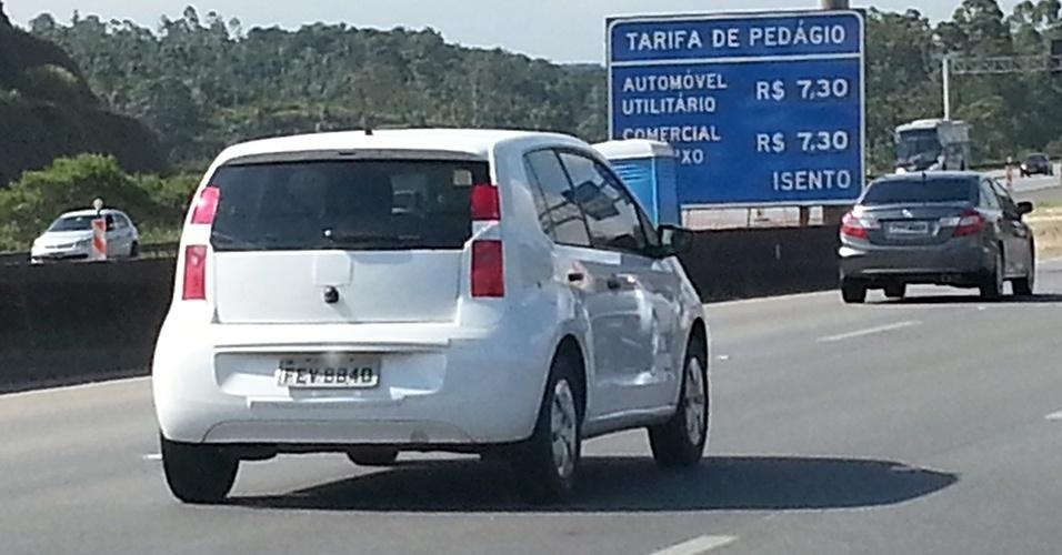Robson Santos também flagrou uma unidade do Volkswagen Up em testes finais de homologação.