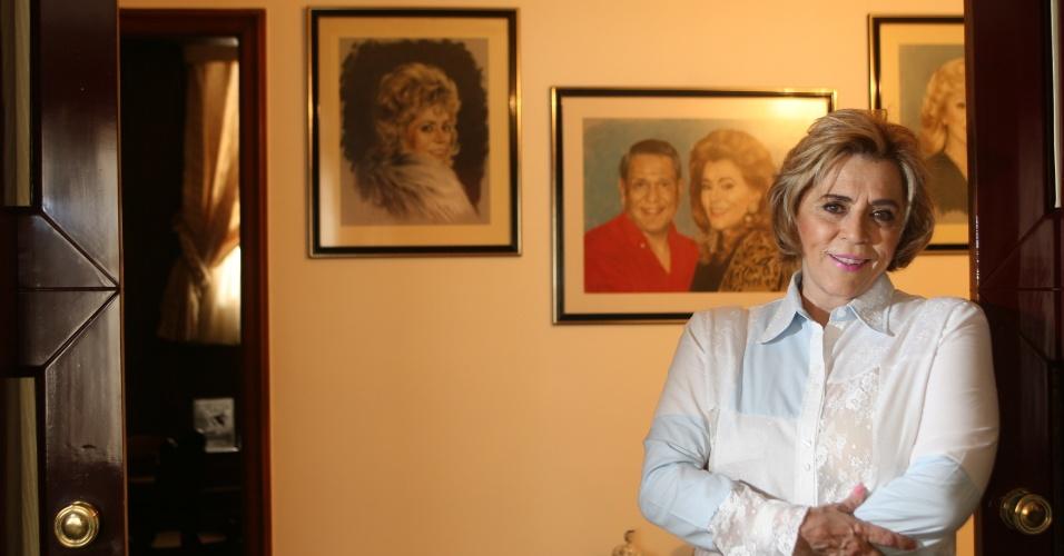 16.out.2007 - Marly Marley posa em sua casa em São Paulo